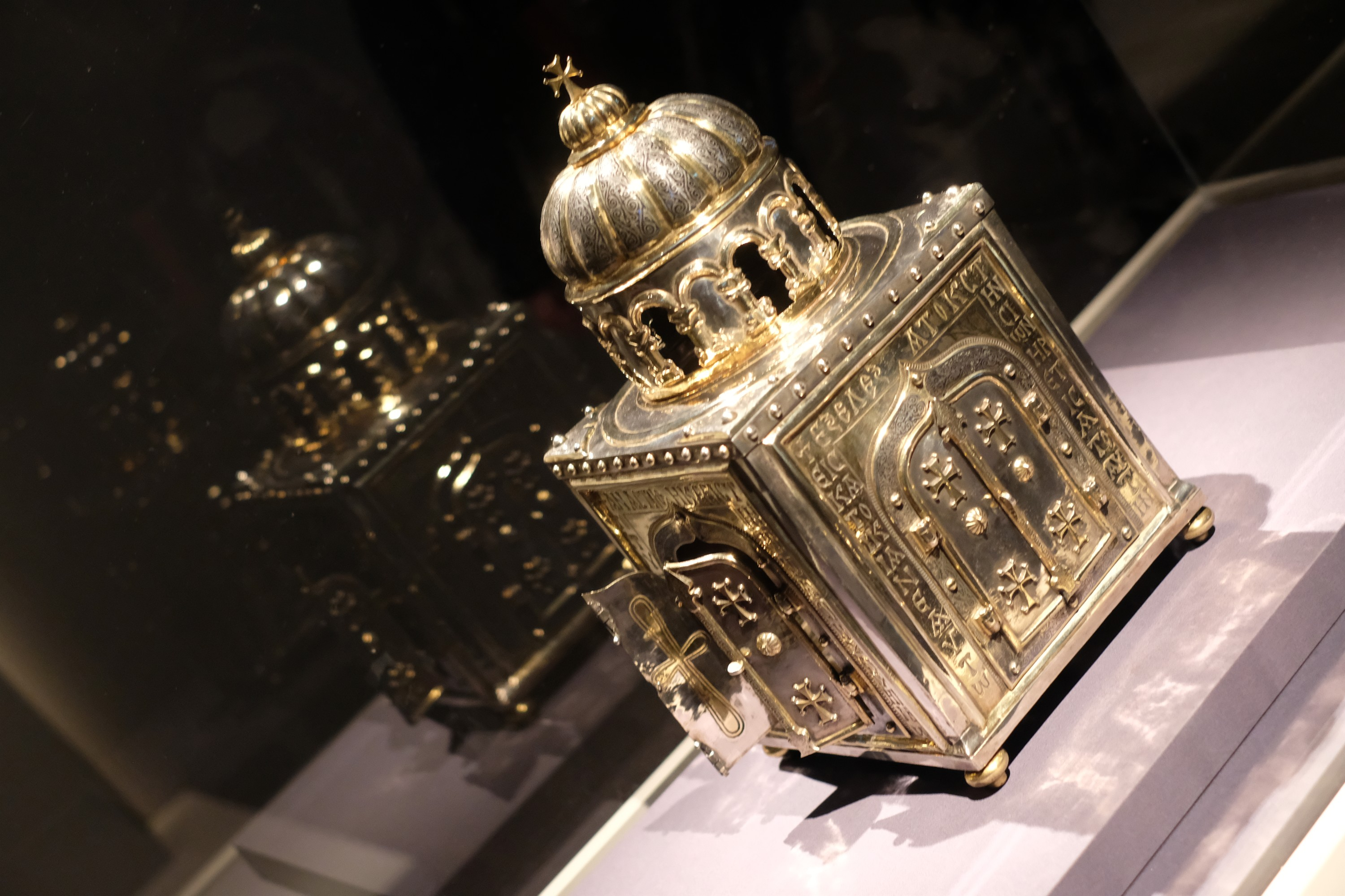 reliquary, to hold a saint's skull