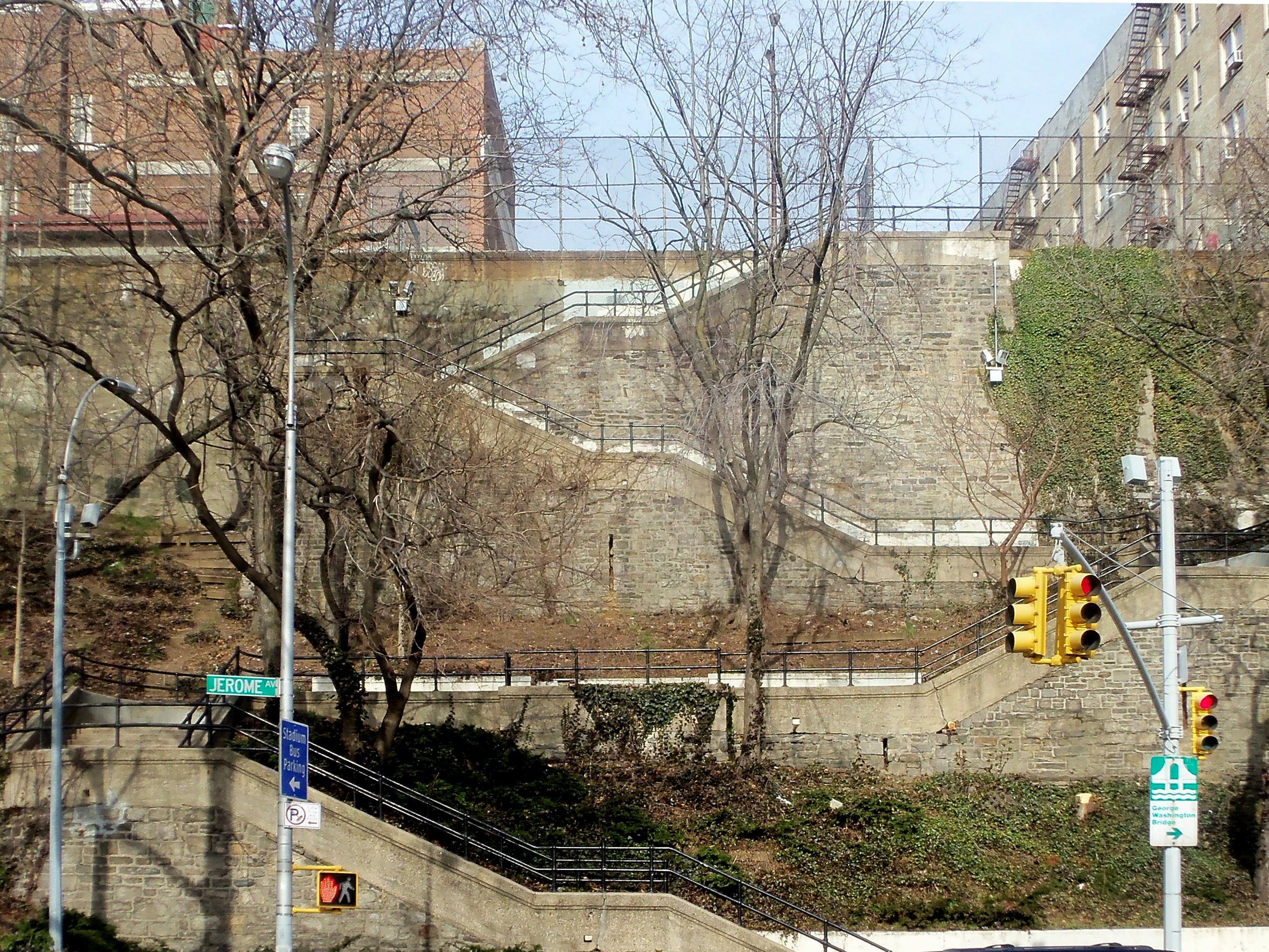 165th Street steps at Jerome Avenue